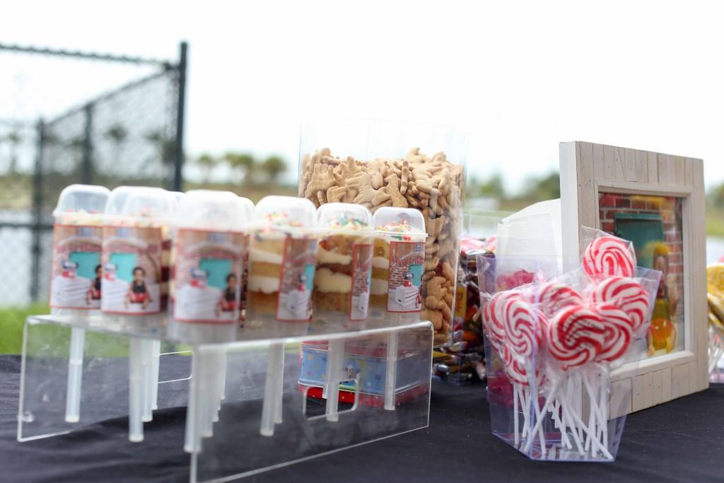 Push cakes; desert table