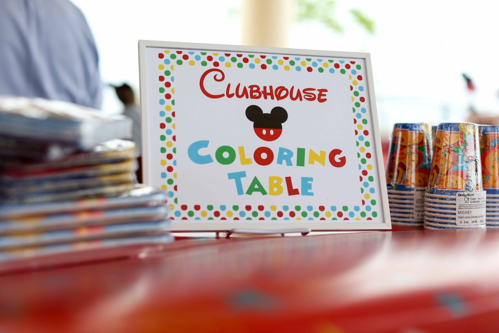 Kids coloring table