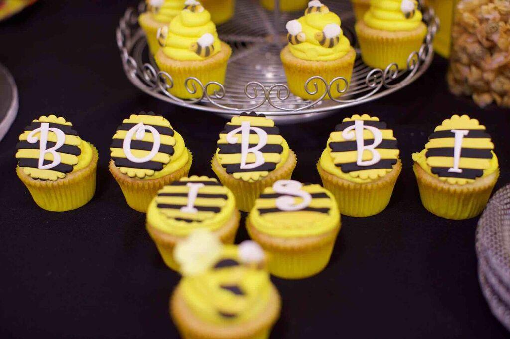 bumble bee cupcakes, bumble bee desert table