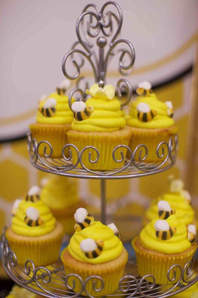 bumble bee cupcakes; sugar bees